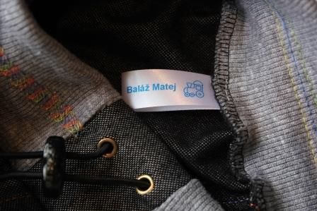 použitie saténovej etiketky